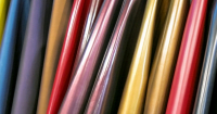 Tendência festa: couros, vinis e texturizados | ALTO VERÃO 2018